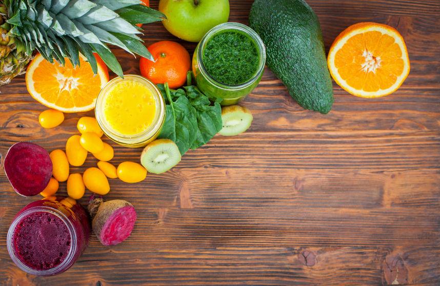 Smoothie Zutaten: verschiedenes Obst und Gemüse